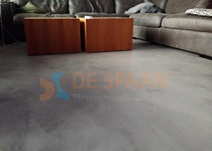 Naadloze vloer betonlook vloer woonkamer project Heteren De Spaan Microcement Microbeton